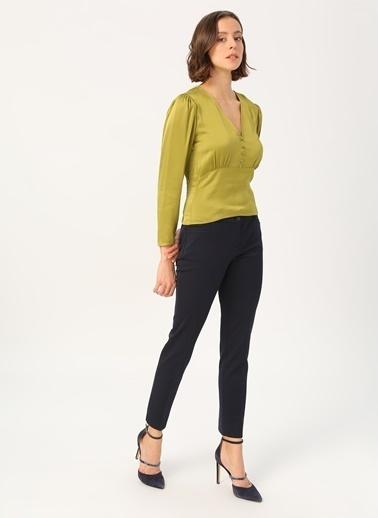 Random Kadın Düğme Detaylı V Yakalı Bluz Yeşil